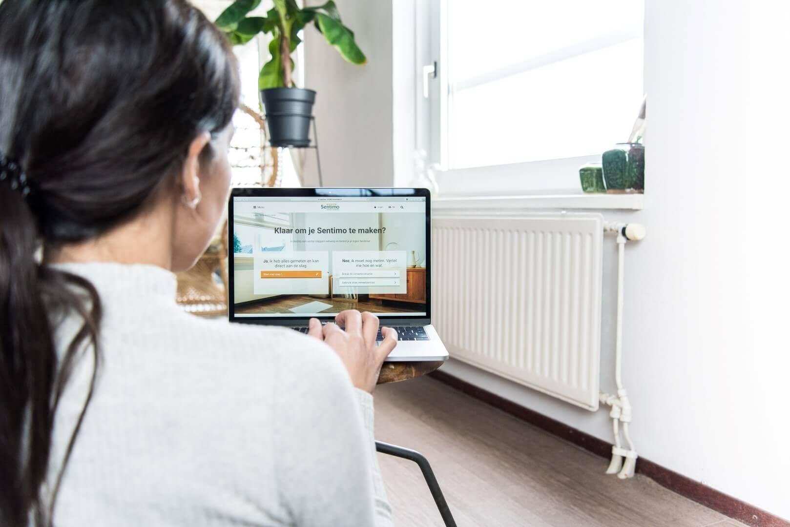 vous voulez avoir un cache radiateur fabriqu sur commande voyez comment ici sentimo. Black Bedroom Furniture Sets. Home Design Ideas